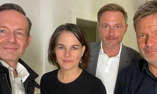 Von links nach rechts: FDP-Generalsekretär Volker Wissing, Grünen-Bundesvorsitzende Annalena Baerbock, FDP-Vorsitzender Christian Lindner und Co-Grünen Bundesvorsitzender Robert Habeck