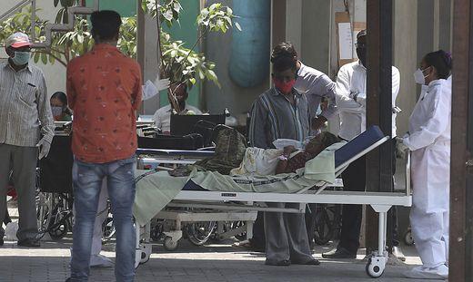 Indien: Sauerstoff und Vakzine gehen aus