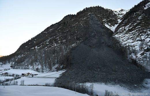 10.000e Tonnen Fels: Dorf in Österreich von der Außenwelt abgeschnitten