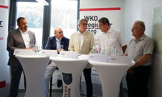 Unternehmer Gerold Grill, WKO-Regionalstellenobmann Manfred Kainz, WKO-Präsident Josef Herk, Bürgermeister Alois Resch, Unternehmer Erich Urch