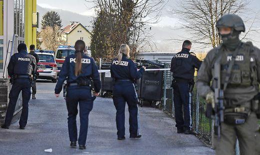TIROL: SCHUSSABGABE NACH ATTACKE MIT STICHWAFFE IN INNSBRUCK - TAeTER VERLETZT