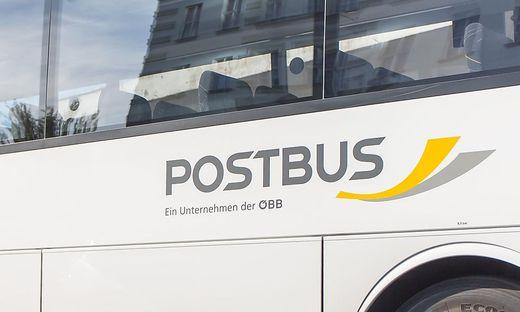 Der Mann drehte in einem Postbus durch