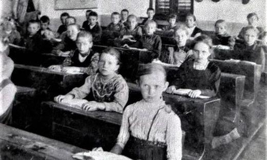 Eine Schulklasse in Lödersdorf