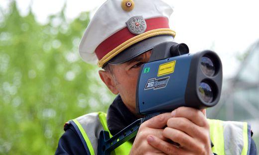 Probeführerscheinbesitzer fuhr in Graz mit 113 Stundenkilometern in eine Geschwindigkeitskontrolle der Polizei