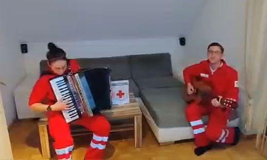 Nina Strauß und Lukas Sauer vom Roten Kreuz Arnfels