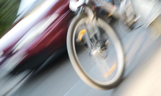 Nach Zusammenstoß mit Auto: Radfahrer tot