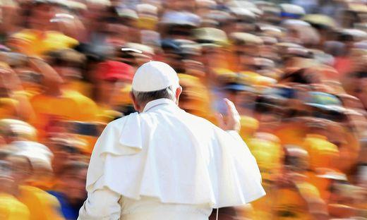 TOPSHOT-VATICAN-POPE-AUDIENCE