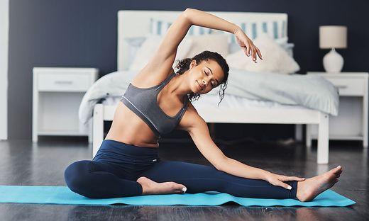 Richtig ausgeführt haben Yogaübungen zahlreiche positive Auswirkungen auf den Bewegungsapparat.