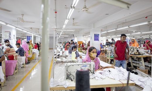 Abstand halten ist in den Fabriken von Bangladesch unmöglich