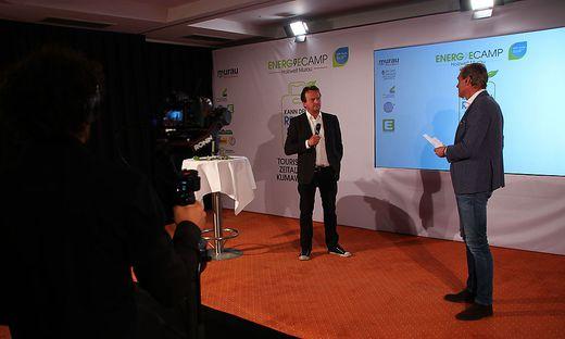 Hanno Settele mit Moderator Wolfgang Eltner vor der Kamera