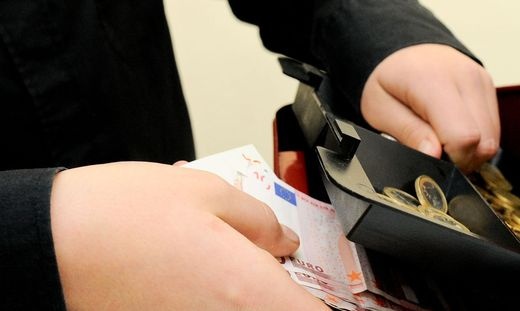 Der Mann nahm immer wieder Geld aus der Kassa (Symbolfoto)