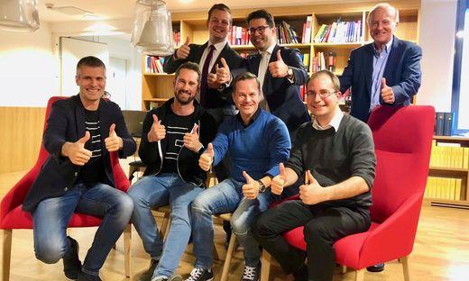 Michael Eisler (startup300 AG), Daniel Horak (Conda AG), Bernhard Lehner (startup300), Paul Pöltner (Conda AG) hinten (von links): Hannes Schlager (Brandl & Talos), Martin Kollar (Brandl & Talos), Hans Zavesky (Conda AG)