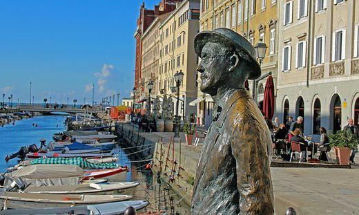 Der Ulysses-Textbrocken von James Joyce, auf dem Foto eine Statue in Triest, beschäftige vier Schauspieler bei den Salzburger Festspielen