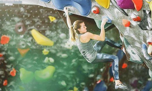 Bouldern ist das Klettern ohne Kletterseil und Klettergurt an Felsblöcken, Felswänden oder an künstlichen Kletterwänden bis zur Absprunghöhe
