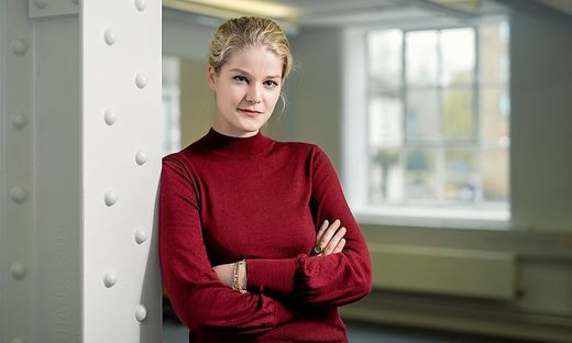Charlotte Stix, Expertin für Künstliche Intelligenz