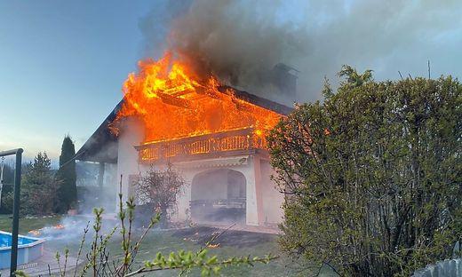 Das Obergeschoß des Einfamilienhauses brannte lichterloh