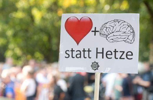 Demonstration #wirsindmehr � ´Aufstehen gegen rechte Hetze!´