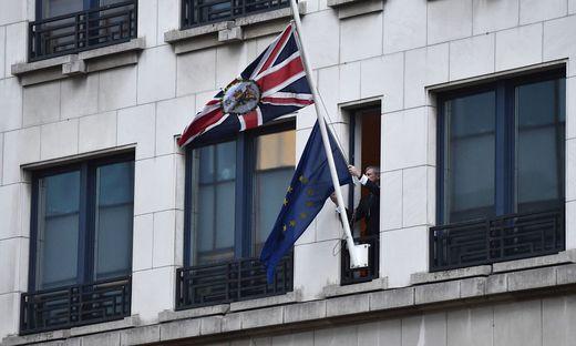 Historischer Moment: In der britischen EU-Botschaft in Brüssel wird die Europaflagge eingeholt
