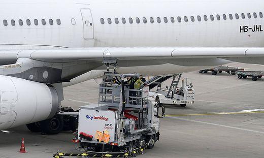 Für umweltschädliche Flugkraftstoffe ist ein Mindeststeuersatz geplant