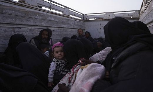 Hunderte Menschen auf der Flucht