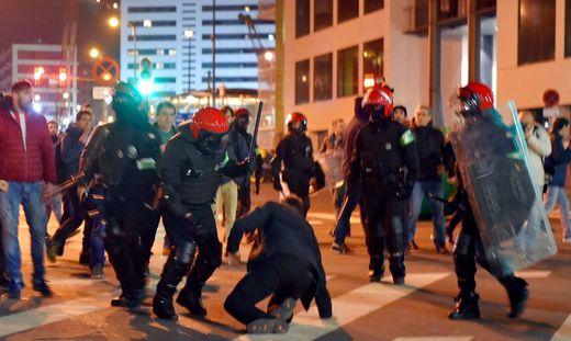 Polizist stirbt bei Ausschreitungen vor Europa-League-Spiel