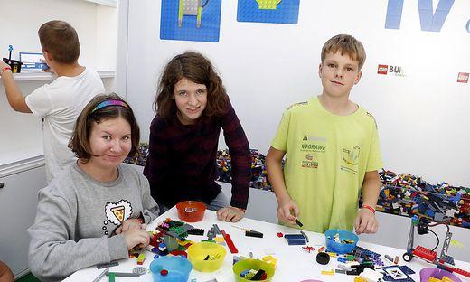 Schüler der NMS Großsteinbach sahen sich den Innovationstruck einmal genauer an