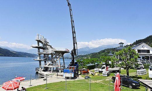 Montage der neuen Rutschen am Sprungturm in Millstatt