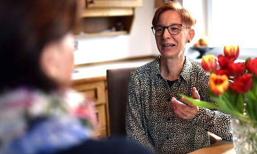 Tamara Dielacher schenkt älteren Menschen gerne und mit Hingabe Zeit