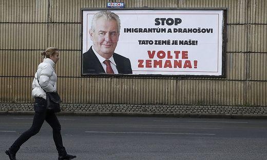 Enges Rennen bei Stichwahl um Präsidentenamt in Tschechien erwartet