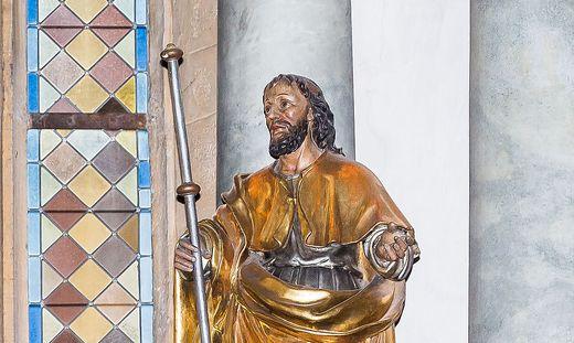 Die Statue des heiligen Jakobus in der Stadtpfarrkirche
