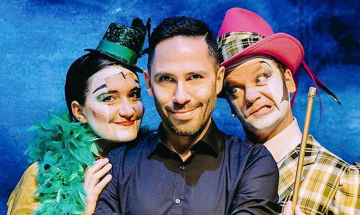 Philipp Tawfik (Mitte) mit Yvonne Klamant (Cécile) und Helmut Pucher als Pink