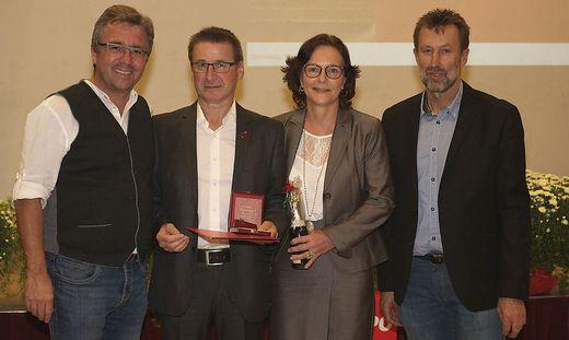 Gerhard Grill (2. v. l.) bekam die Victor-Adler-Plakette verliehen