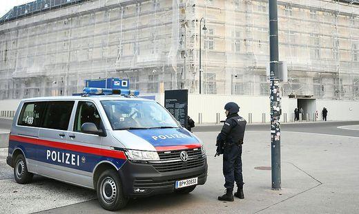 ANSCHLAG IN WIEN: POLIZEI VOR BUNDESKANZLERAMT