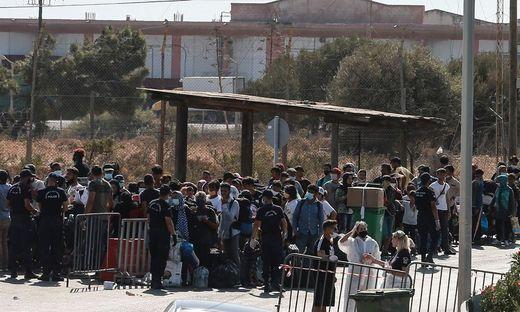 Polizeieinsatz: Flüchtlinge kommen in neues Zeltlager