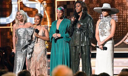 Lady Gaga, Jada Pinkett Smith, Alicia Keys, Michelle Obama und Jennifer Lopez