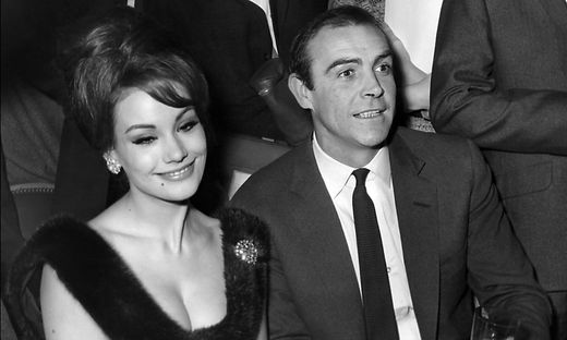 Claudine Auger mit Sean Connery