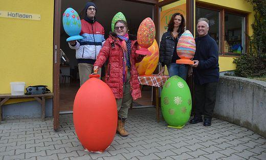 Malten gemeinsam: Stefan Plach, Florentina Hohengasser, Pack und Sepp Ladinig