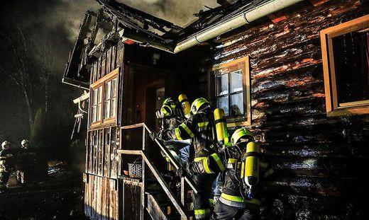 Atemschutztrupp drang ins Innere des Hauses vor