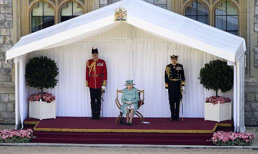 Das erste Bataillon begleitet die Queen bei offiziellen Anlässen