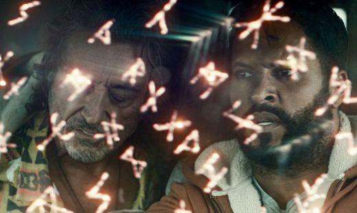Shadow (Ricky Whittle) ist auf der Reise - ob Mr. Wednesday (Ian McShane) da eine Hilfe ist?