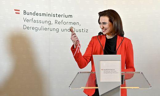 KOALITION - AMTSUeBERGABE IM JUSTITZMINISTERIUM: ZADIC