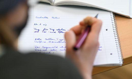 Eltern und Lehrer in Kärnten wollen endlich Klarheit darüber, wie es mit dem Unterricht weiter geht - und Fristen für eine Schulöffnung, die auch halten (Symbolfoto)