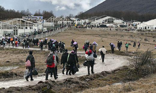 Migranten kehren ins Lager zurück