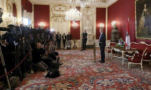 Bundespräsident Alexander Van der Bellen bei seiner nächtlichen Erklärung in der Hofburg