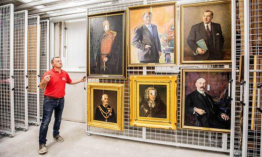 Rundgang im Sammel- und wissenschaftszentrum des Landesmuseums Kaernten Klagenfurt