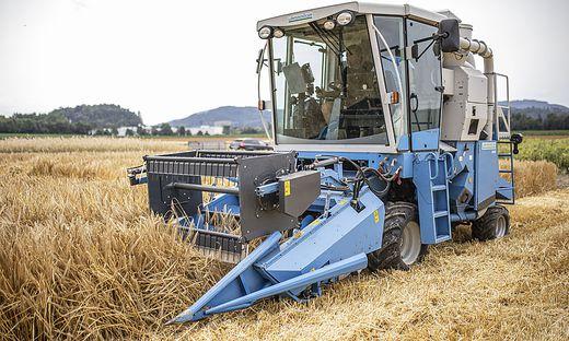 In der Erntezeit sind viele Mähdrescher und Traktoren in Kärnten unterwegs. Das sorgt mitunter für Konflikte auf den Straßen. Die Landwirtschaftskammer will jetzt mit einer neuen Aktion vorbeugen