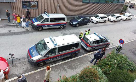 Polizei beobachtet Kundgebung