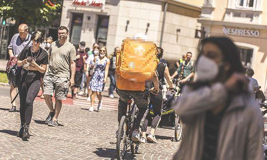 Sujet Sommer Sonne Eis Radfahrer Alter Platz Klagenfurt Juni 2021