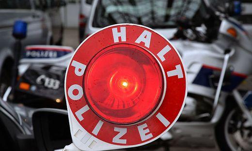 Die Polizisten wollten den Motorradfahrer anhalten, dieser beschleunigte jedoch