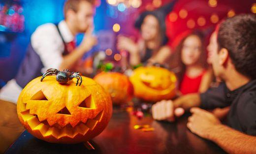 Groß angelegte Lokal-Kontrolle zu Halloween hat rechtliche Folgen